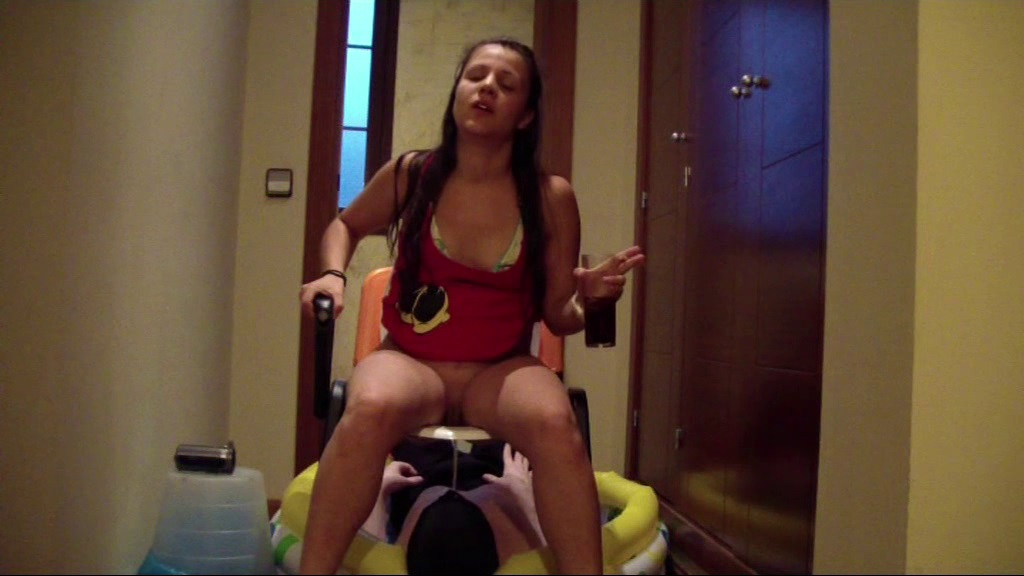 5 Spanish Girls Using Their Toilet Slave Thisvid Com