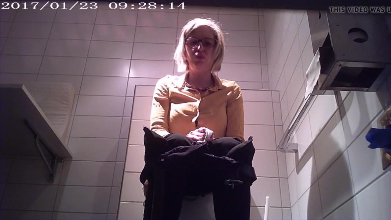 Pooping milf Welcome to