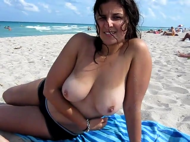 My girlfriend exposes her big beautiful tits on the beach