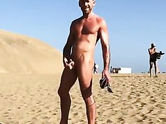 HOT GUYS CUMMING AT THE BEACH