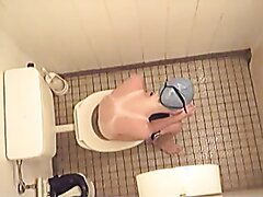 toilet voyeur - video 27