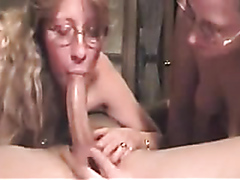 Two amateur milfs suck the same cock