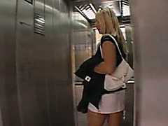 Crazy girl urinated in a lift