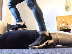 Master max dominated a slave with his sexy feet and sneaks
