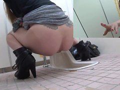 Walking in on Japanese Girls in the Toilet - Part 3 [EE-029]