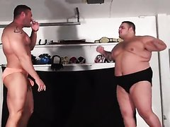 Fat wrestler destroys bodybuilder