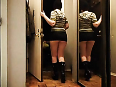 Amateur flasher shows off her big bubble butt