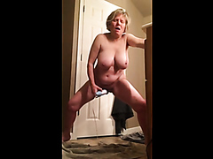 Hot mature lady screams when she cums