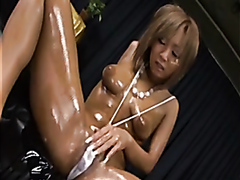 Gorgeous Japanese babe oils her body up and dildo-fucks her tight cunt