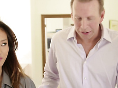 Stepdaughter seduses daddy, full HD