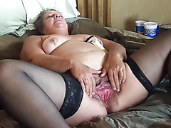 Saucy mature mommy enjoys spreading her orgasmic pussy