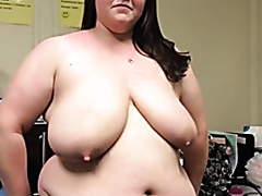 Chubby bitch with big naturals squeezes her nipples