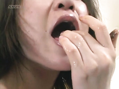 JapGirl hits home with a large buttplug