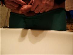 ins Waschbecken pissen und kacken