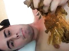 Cutie pooping upside down n smearing