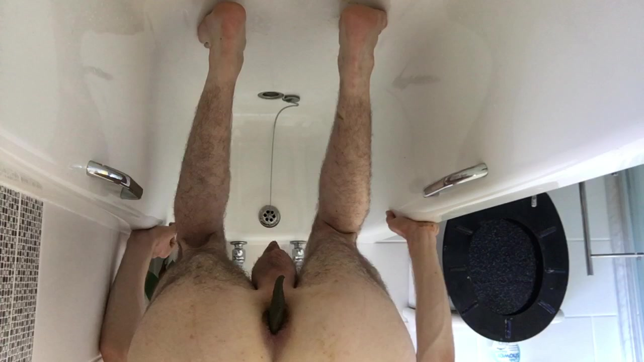 Long sloppy shit standing in bath