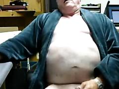 Pops Paul Masturbates