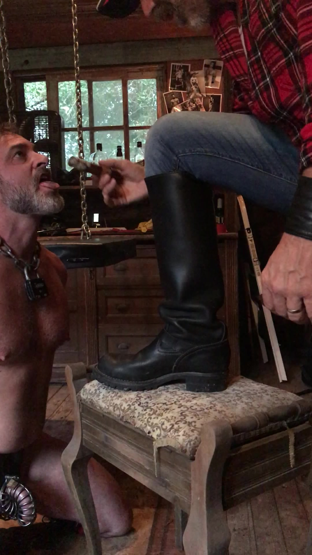 Grunt licking boots