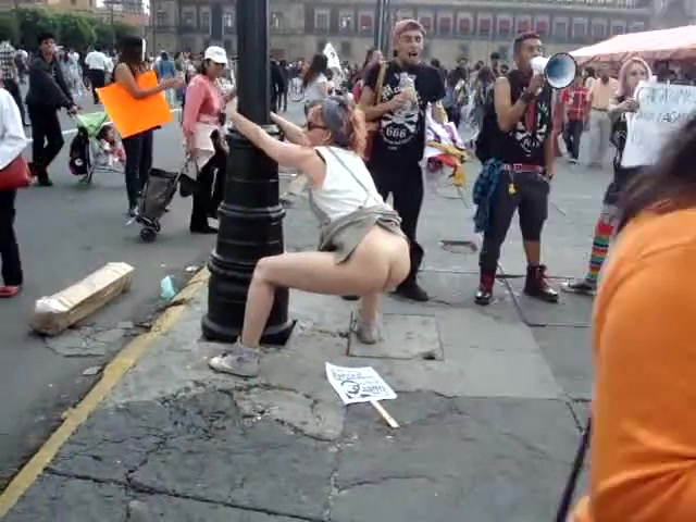 Mexicam female protester takes a shit in public