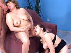 Fat mature woman takes golden shower