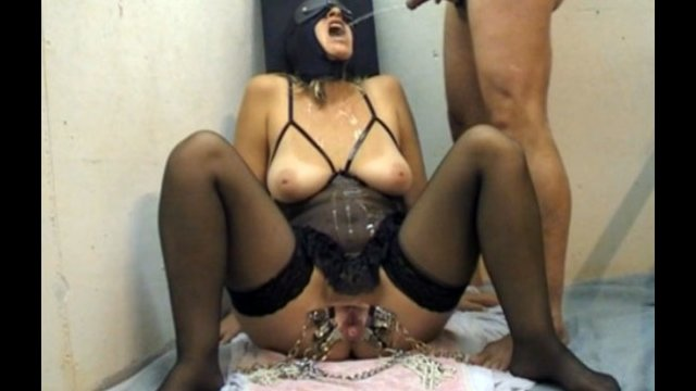 Mature Woman In Black Mask Gets Hot Piss Flow - Pissing -2007