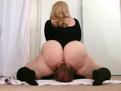 What a big fat white ass! I would love it on my face too.