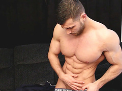 Cocky alpha muscle tank makes his skinny neighbour oil and suck