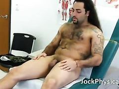 Hunk with a big cock gets a goood going over