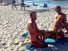 Nude bodies and double-way fucking in Kazantip
