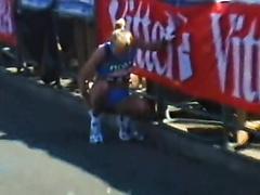 London marathon roadside piss. Well done girl!
