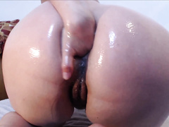 Roxana The Wonder MILF Oily AssFist
