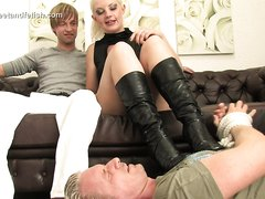 cuckold underfoot of superiors