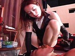 Scat mistress damages the slave