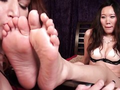 lesbians foot