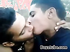 Str8 kiss