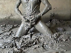 Amateur guy masturbates in the mud and films it