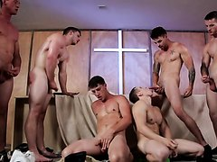 Hot Muscle Hunk have Huge Orgy