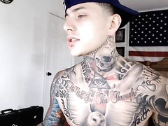 Tatt stud jacking off on cam