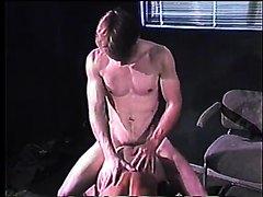 VINTAGE 1375 - KING SIZE (1984) - scene 1