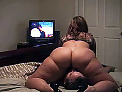 BBW sits on his face and watches TV