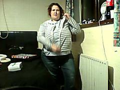 Dancing webcam fatty masturbates her pussy