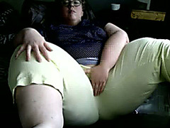 BBW camgirl takes off her pants and masturbates