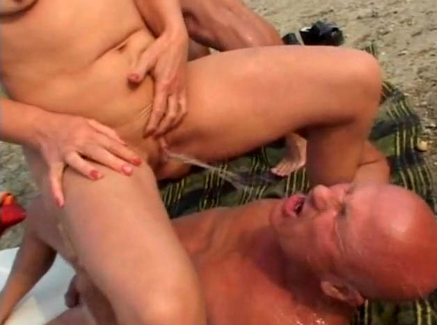 Mature gangbang with pee and without limits 6
