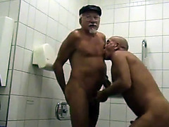Homemade anal fuck with mature daddies