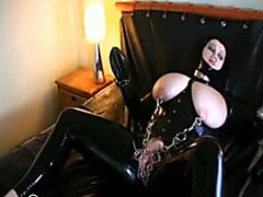 Kinky latex lady fucks her heavily pierced pussy