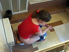 Hidden cam video of girl shitting on toilet