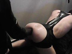 Rubber Slut gets fisted