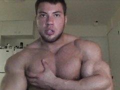 bodybuilder Robin Str@nd flexes and cums