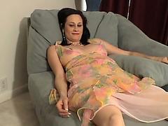 Pregnant cutie masturbates her pussy in close up
