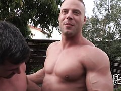 Bodybuilder Fucked by Smaller Guy